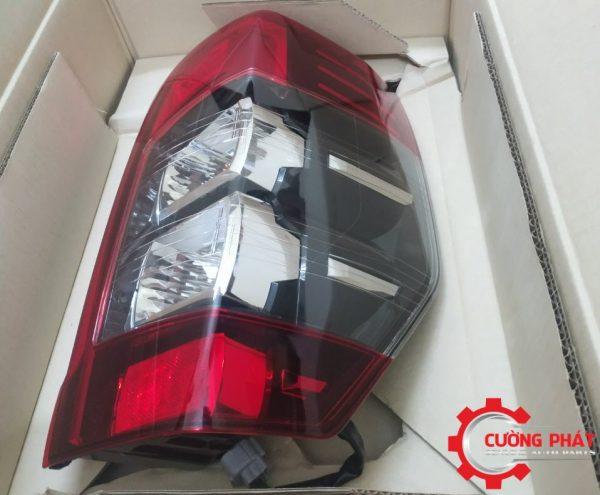 Góc nghiêng đèn hậu Mitsubishi Triton chính hãng