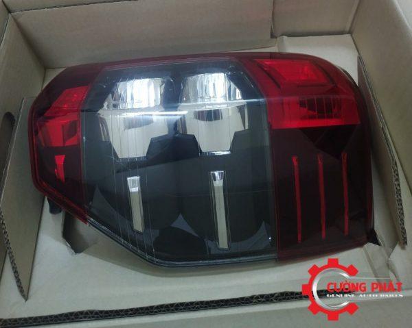 Góc thẳng đèn hậu Mitsubishi Triton chính hãng