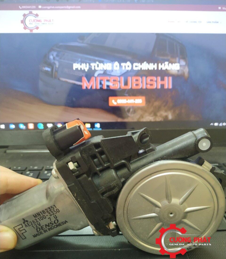 Hình ảnh mô tơ lên kính Triton, Pajero Sport