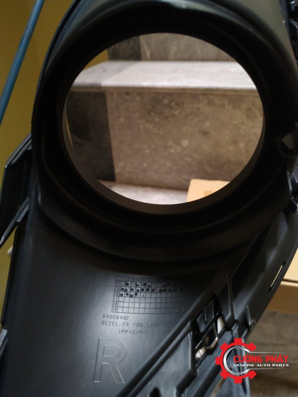 Chi tiết ốp đèn gầm Mitsubishi Outlander 2018