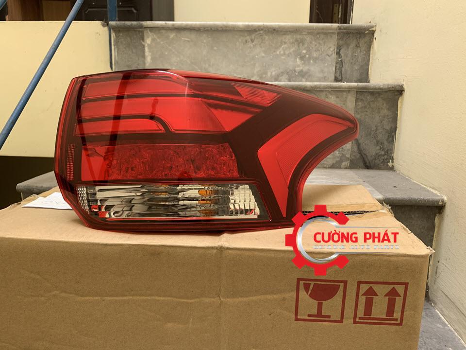 Hình ảnh đèn hậu miếng ngoài Mitsubishi Outlander chính hãng