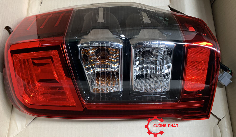 Hình ảnh đèn hậu Mitsubishi Triton 2020 chính hãng