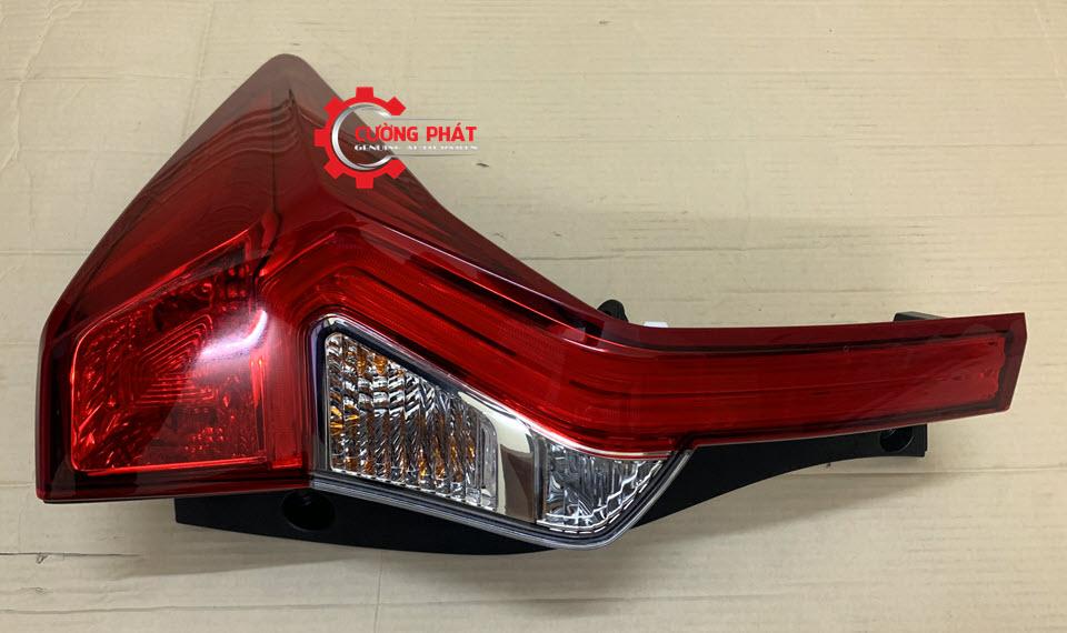 Hình ảnh đèn hậu Mitsubishi Pajero Sport 2016-2018 chính hãng