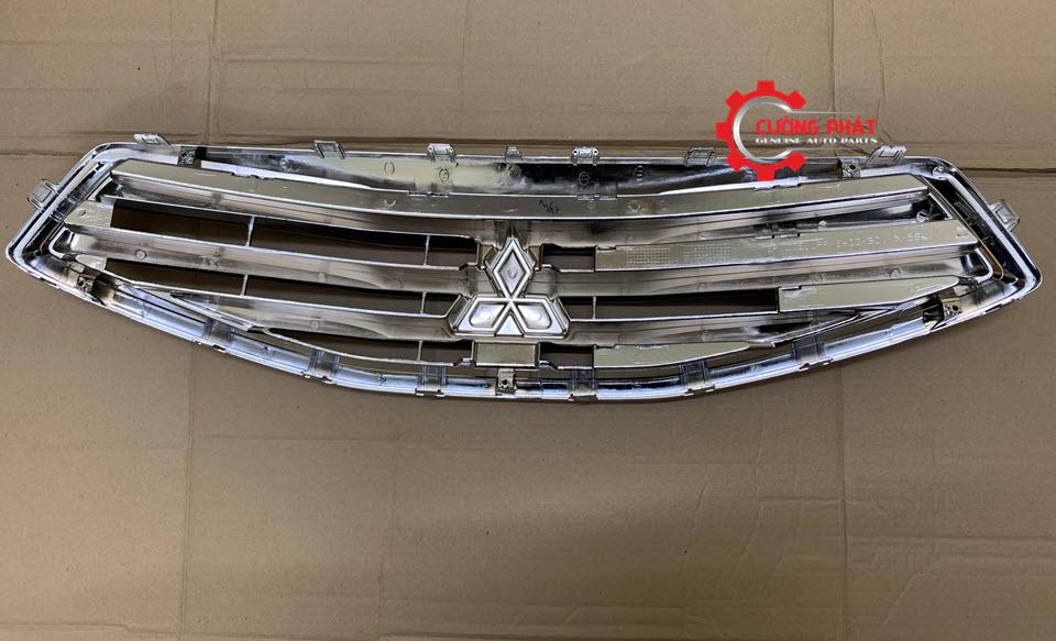 Mặt sau ga lăng Mitsubishi Attrage chính hãng