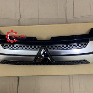 Hình ảnh mặt ca lăng Mitsubishi Outlander 2020 chính hãng