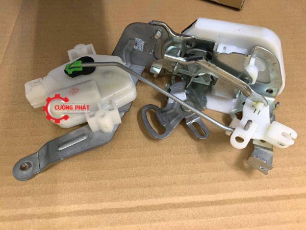 Hình ảnh cơ cấu khóa cửa hậu Mitsubishi Pajero V93 chính hãng