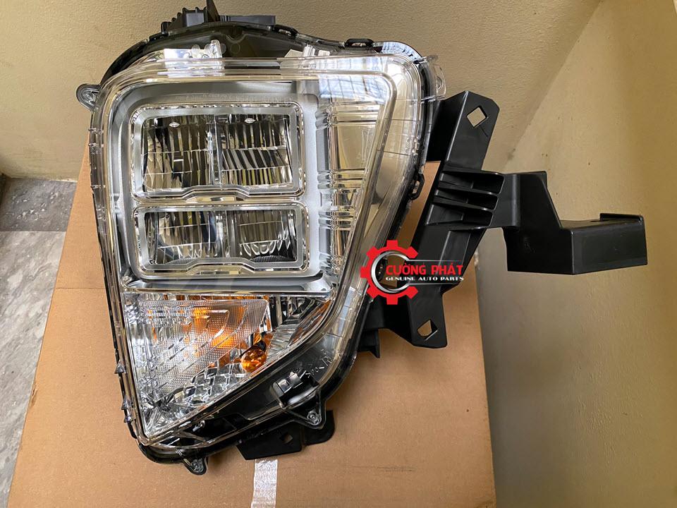 Góc chụp cận cảnh đèn pha LED Xpander chính hãng sắc nét