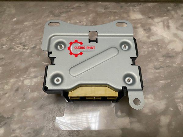 Mặt sau hộp điều khiển túi khí Xpander chính hãng