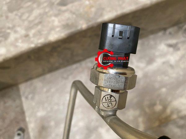 Thương hiệu dập nổi trên ống ga lạnh xe Xpander