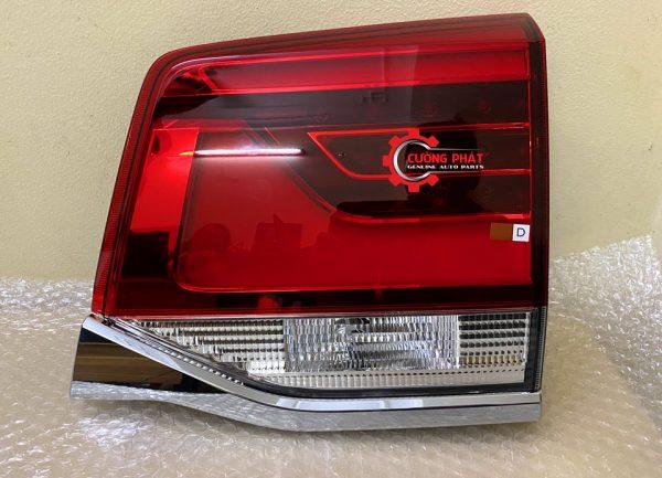 Hình ảnh đèn hậu trong Toyota Land Cruiser 2019 chính hãng
