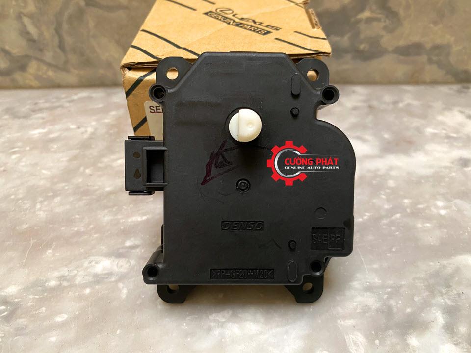 Cận cảnh mô tơ trộn gió máy lạnh Fortuner, Camry 2007-2011 chính hãng